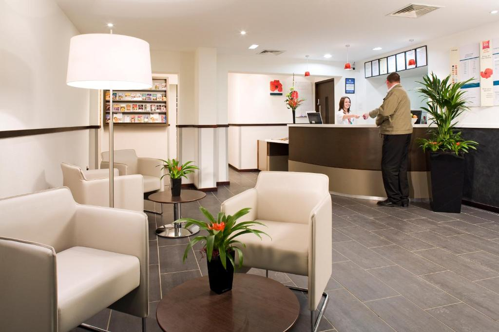 The lobby or reception area at ibis York Centre
