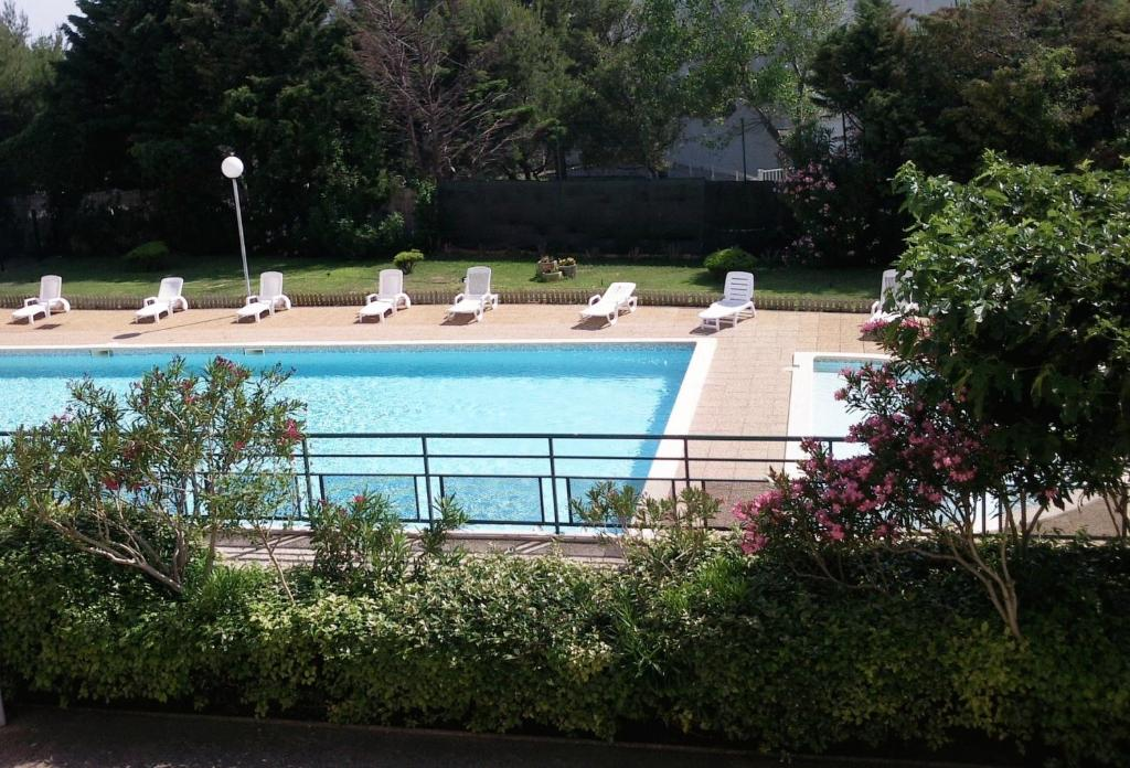 A view of the pool at Hôtel Residence Les Aiguades or nearby