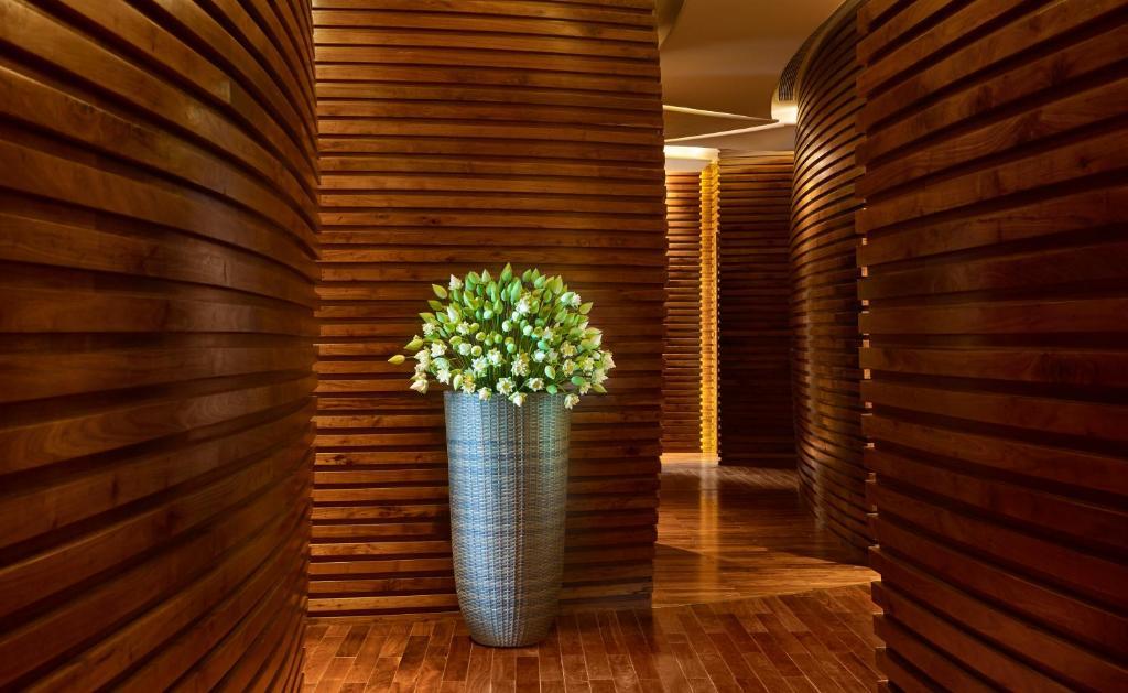 Khách sạn The Reverie Sài Gòn