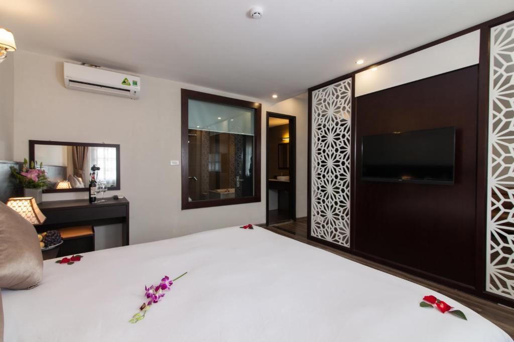 Suite có giường cỡ King với ban công
