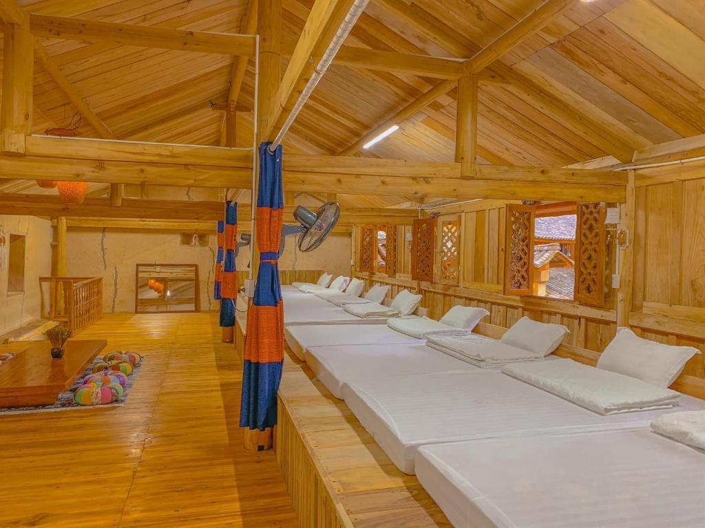 Phòng Ngủ Tập Thể 10 Giường Cho Cả Nam Lẫn Nữ
