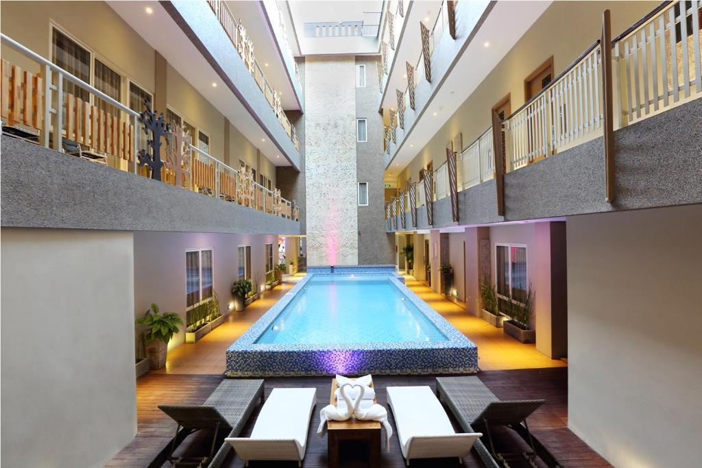 The swimming pool at or close to Rivavi Fashion Hotel