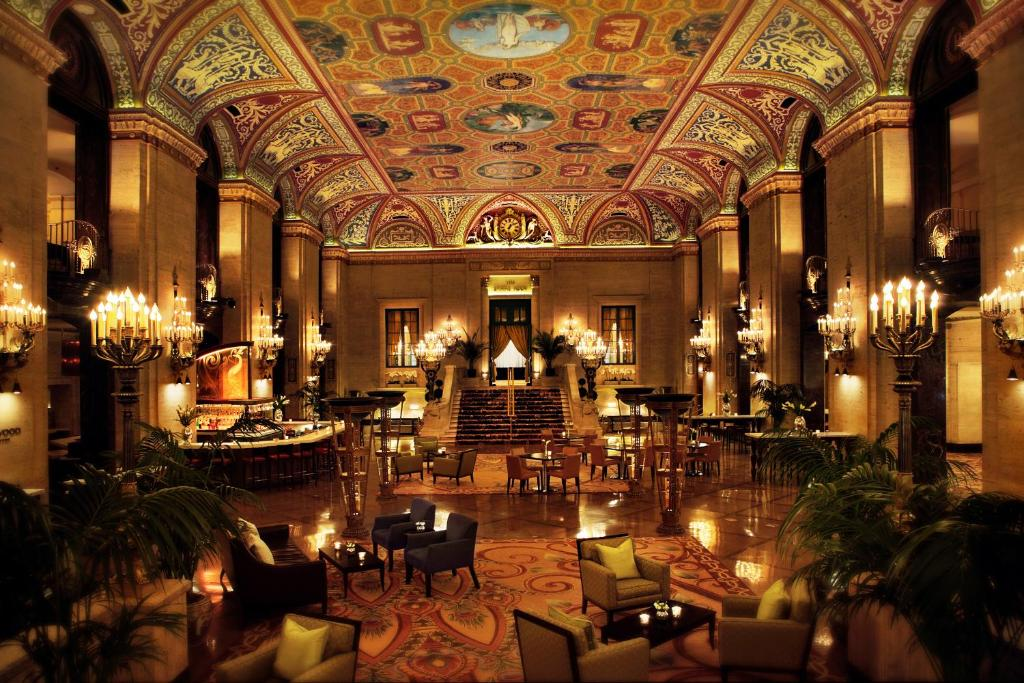 A restaurant or other place to eat at The Palmer House Hilton