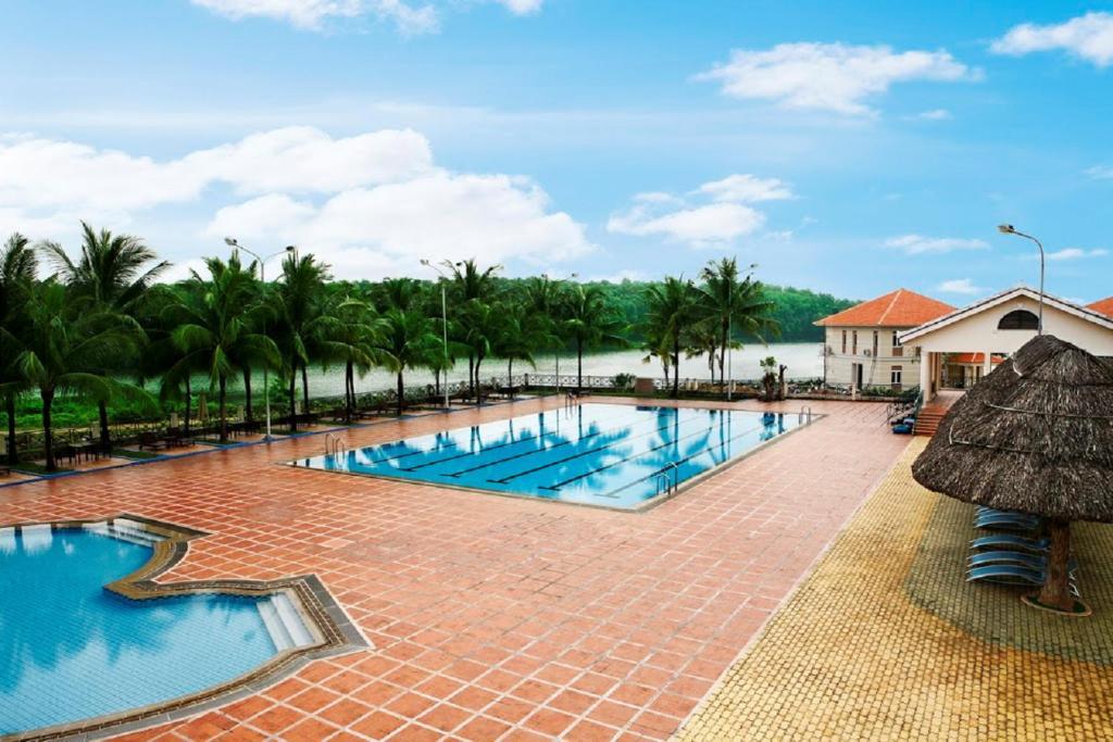 Vietnam Golf - Lake View Villas