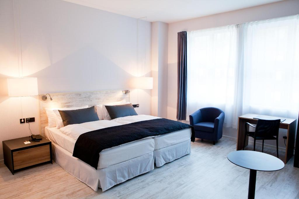 A bed or beds in a room at Catalonia Berlin Mitte