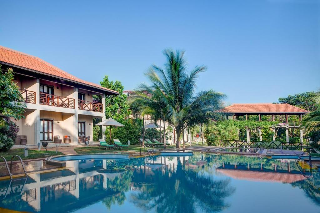 The swimming pool at or near Ranna 212 Beach Resort