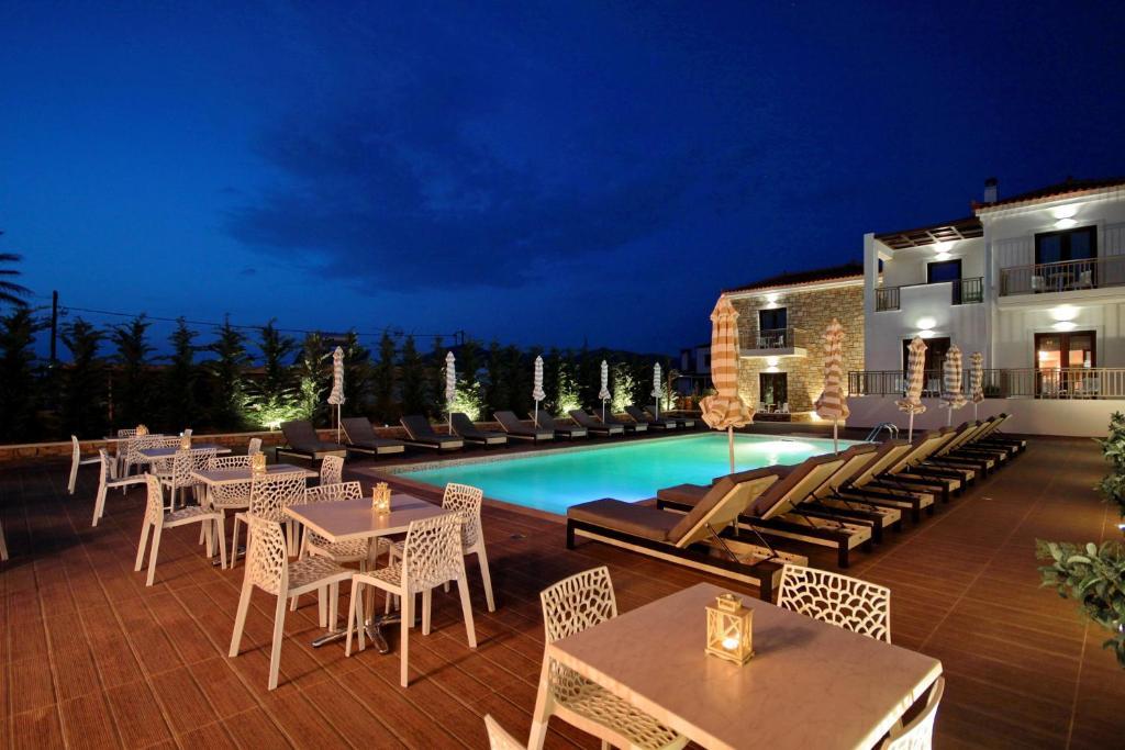 The swimming pool at or close to Elafonisos Resort