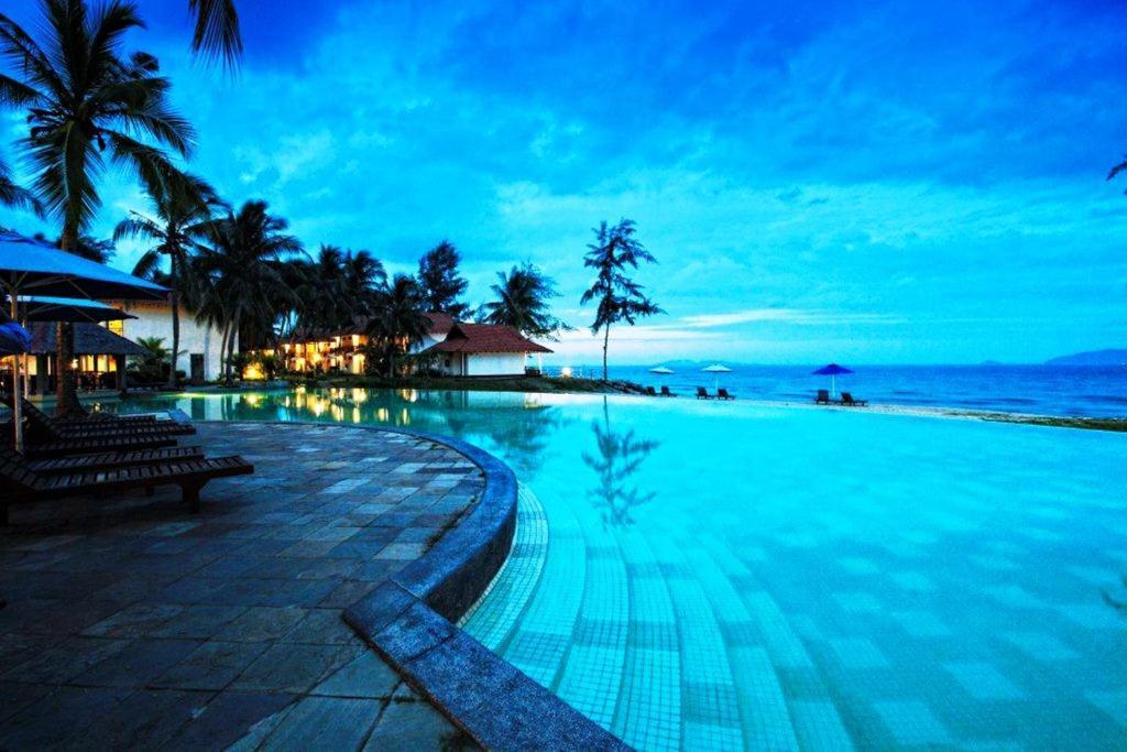 Kolam renang di atau dekat dengan Sutra Beach Resort, Terengganu