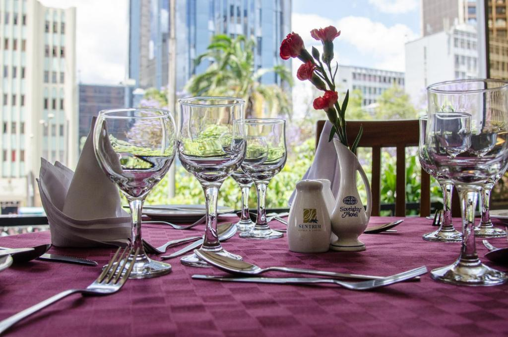 A restaurant or other place to eat at Sentrim 680 Hotel