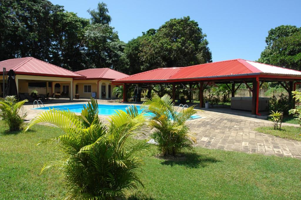 The swimming pool at or near Kekemba Resort Apartments Paramaribo