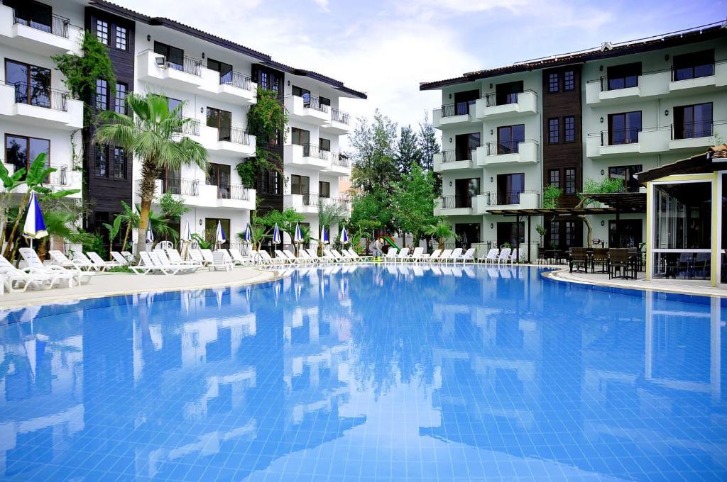 Бассейн в Lemas Suite Hotel by Kulabey или поблизости