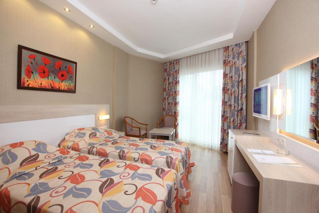 Кровать или кровати в номере Riviera Hotel & Spa