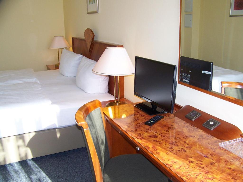 Телевизор и/или развлекательный центр в Hotel Amadeus Central