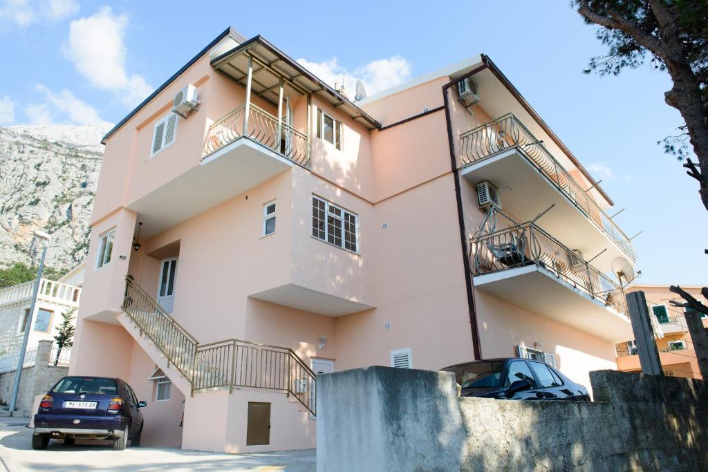 Lara Apartments