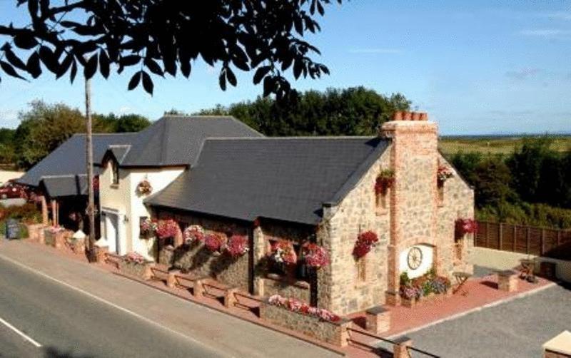 A bird's-eye view of New Overlander Inn