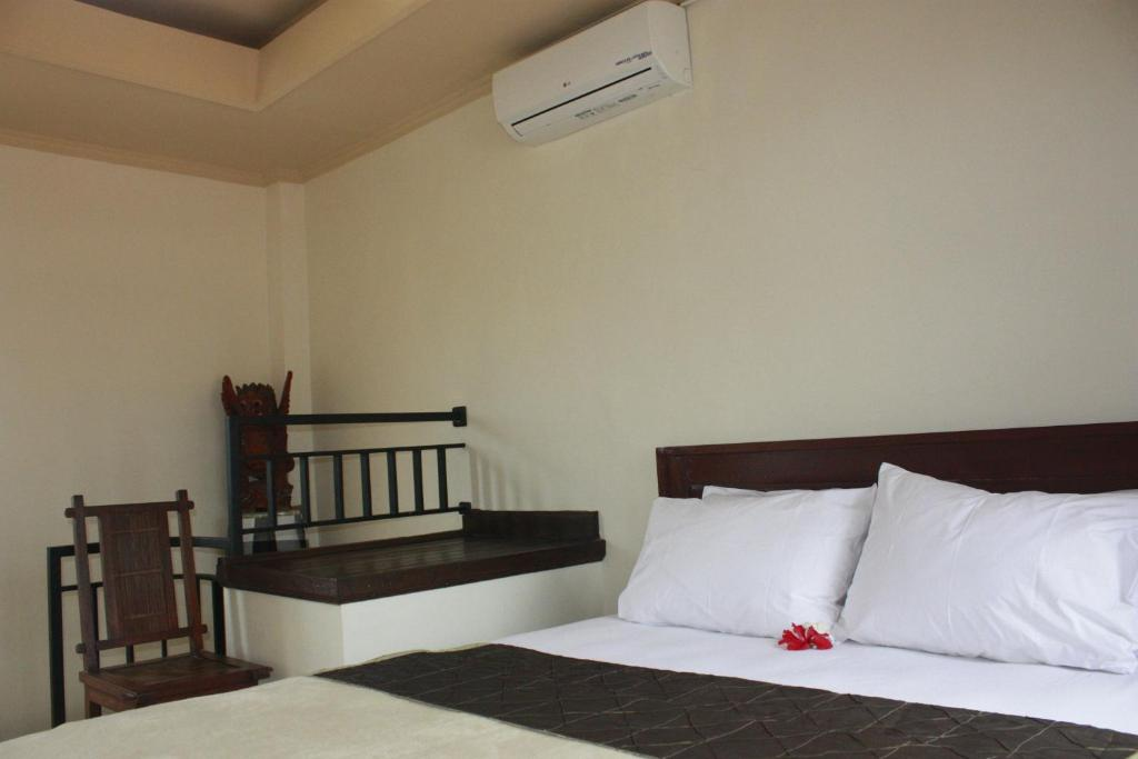 A bed or beds in a room at Corner Guest House
