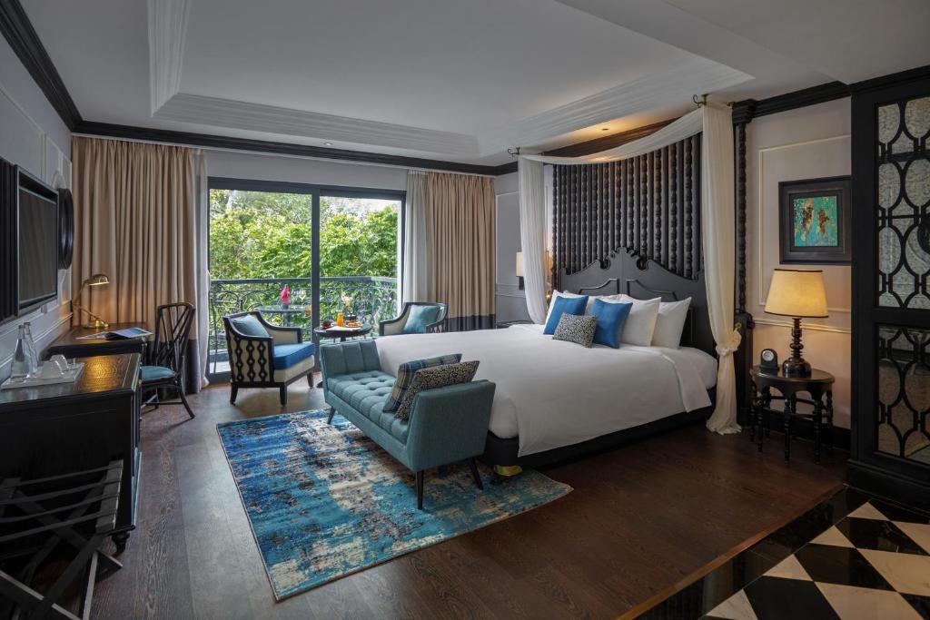 Suite Có Giường Cỡ King Và Ban Công - Miễn Phí 1 Ly Cocktail