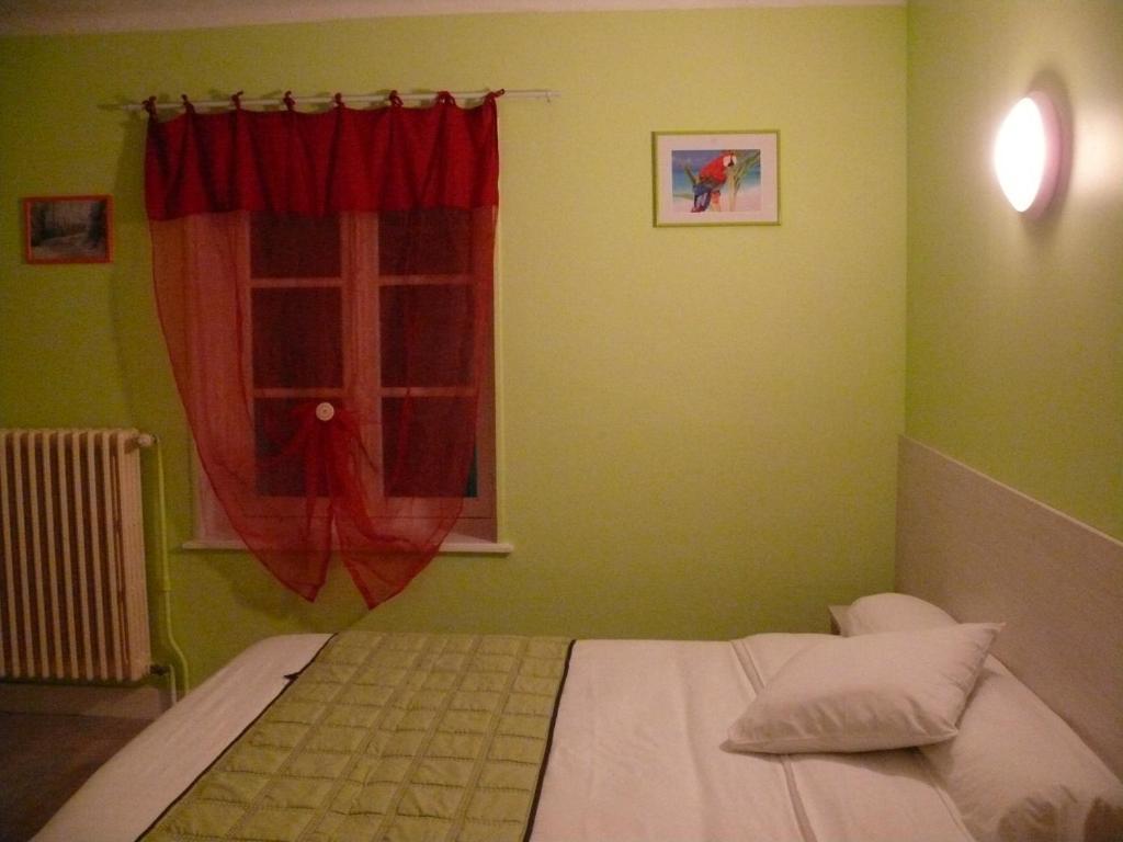 Ένα ή περισσότερα κρεβάτια σε δωμάτιο στο Hotel Bressan du XX° Siecle