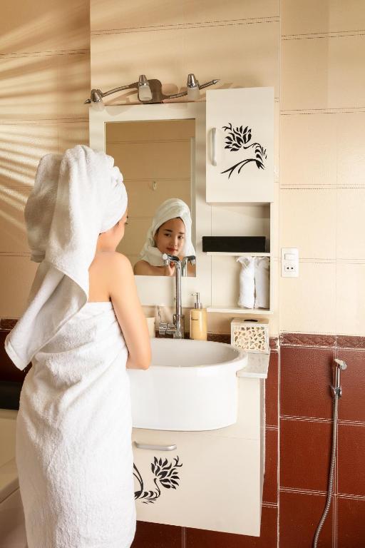 Phòng 3 Người Có Ban Công Kiểu Indochine - Giặt Là Miễn Phí