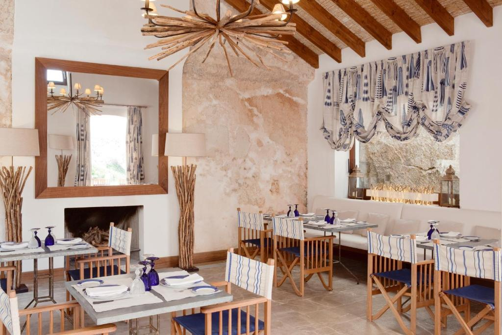 boutique hotels in cala blava  31