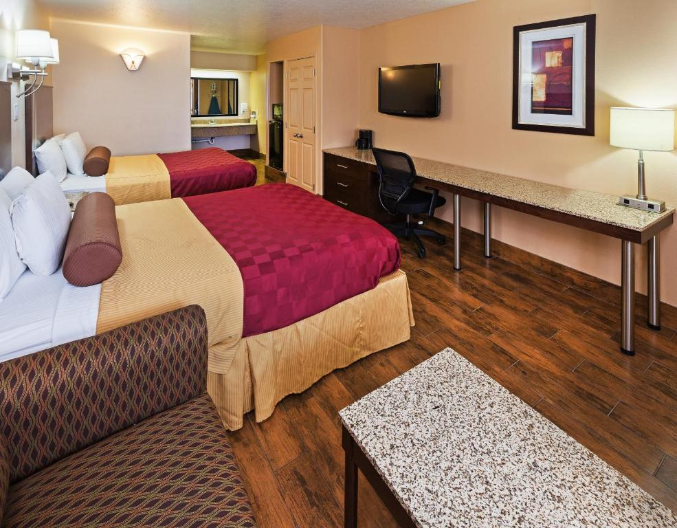 A bed or beds in a room at Texas Inn and Suites Raymondville