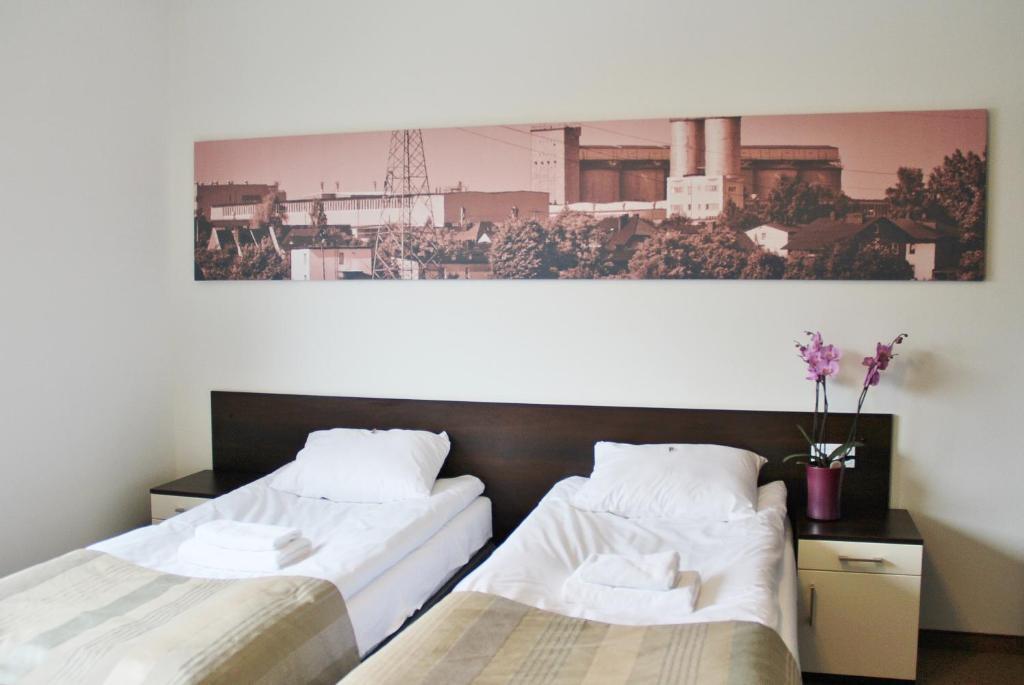 Łóżko lub łóżka w pokoju w obiekcie Gloria