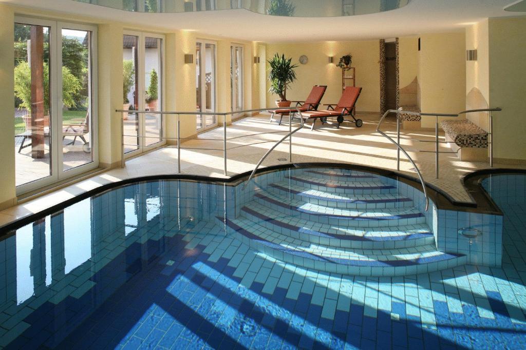 Der Swimmingpool an oder in der Nähe von Landhotel Teuteberg
