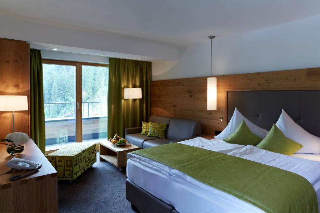 A bed or beds in a room at Hotel Garni Fimba
