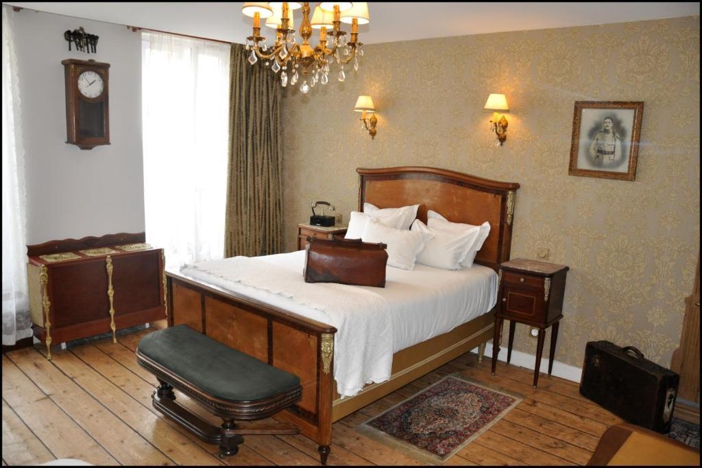 Un ou plusieurs lits dans un hébergement de l'établissement Detective Hotel