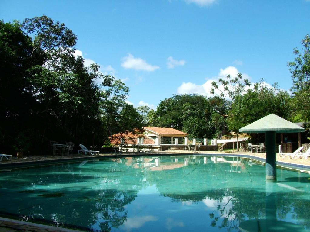 The swimming pool at or near Pousada Candonga da Serra