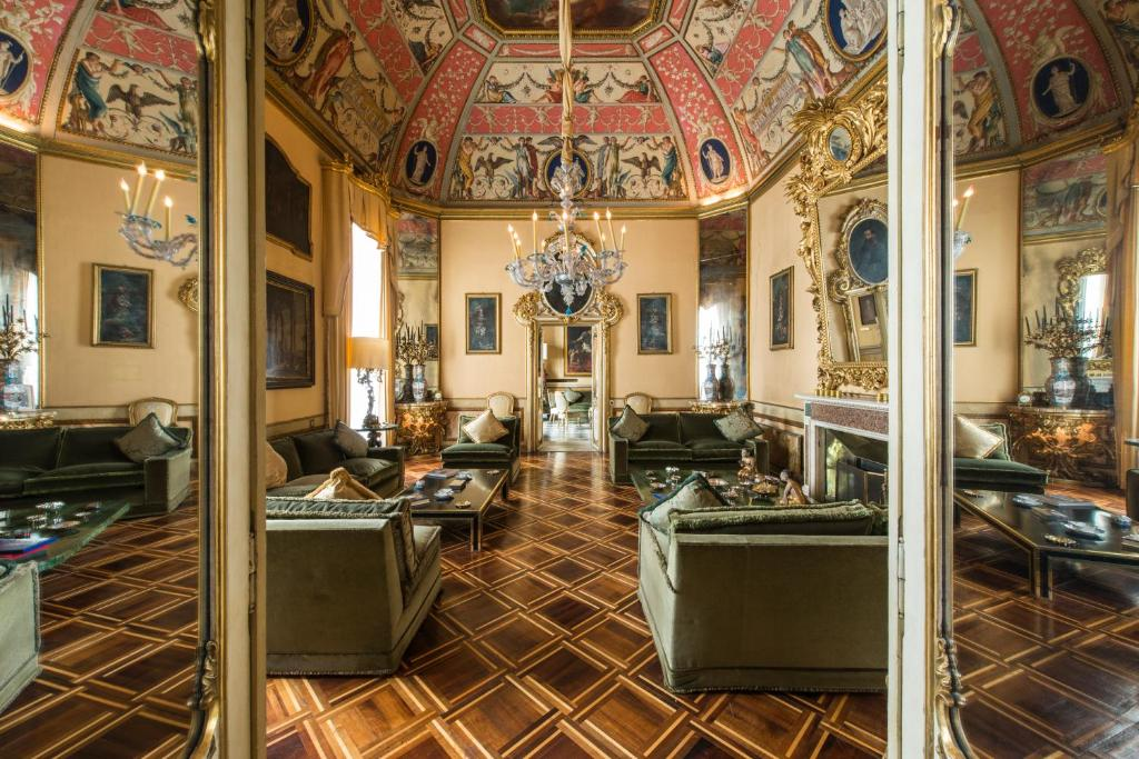 A restaurant or other place to eat at Residenza Ruspoli Bonaparte