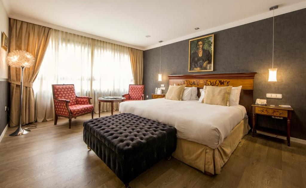 A bed or beds in a room at Eurostars Araguaney