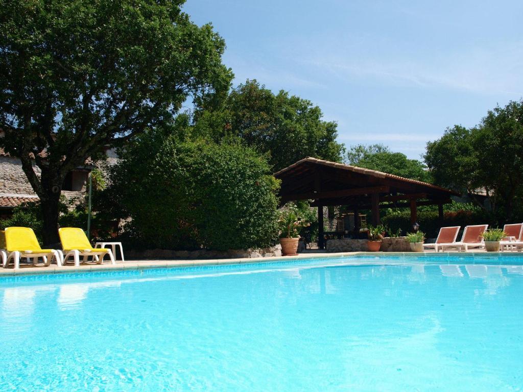 The swimming pool at or near Hôtel Mas de l'Espaïre