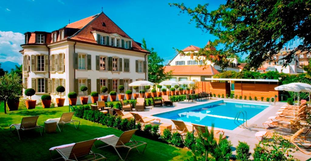 The swimming pool at or near Hotel Angleterre & Résidence