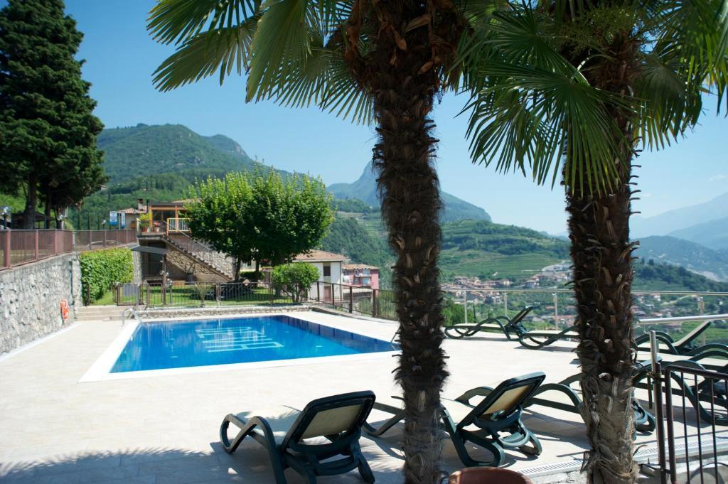 Bazén v ubytování Albergo Deva nebo v jeho okolí