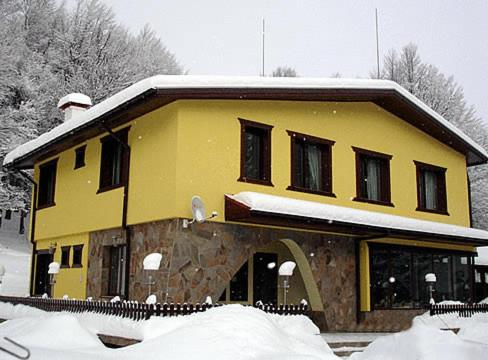 Hotel Hlebna during the winter