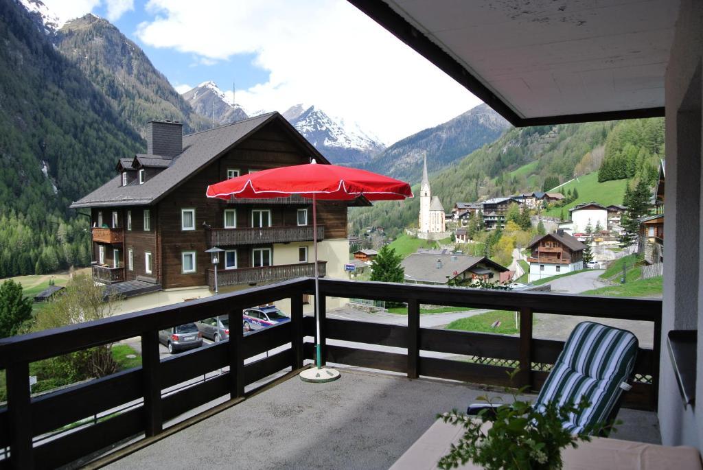 Ein Balkon oder eine Terrasse in der Unterkunft Appartement Gorgasser im Berghaus Glockner