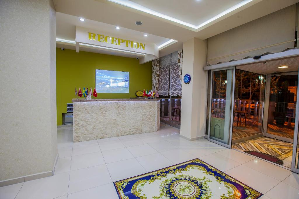 The lobby or reception area at Hotel Seven Brothers