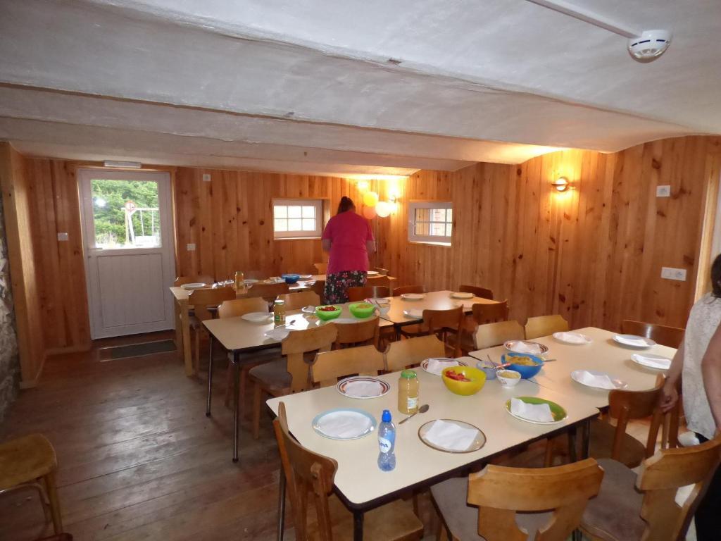 Een restaurant of ander eetgelegenheid bij Gîte de l'épilobe
