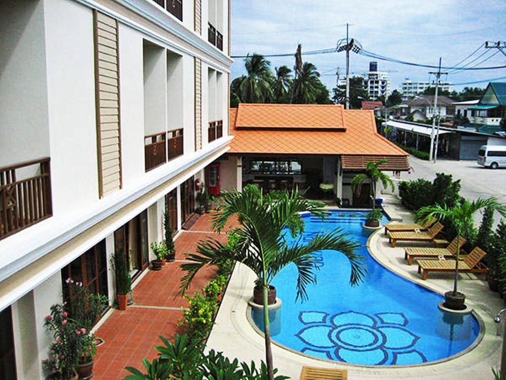 วิวสระว่ายน้ำที่ โรงแรมนราวรรณ หัวหิน หรือบริเวณใกล้เคียง