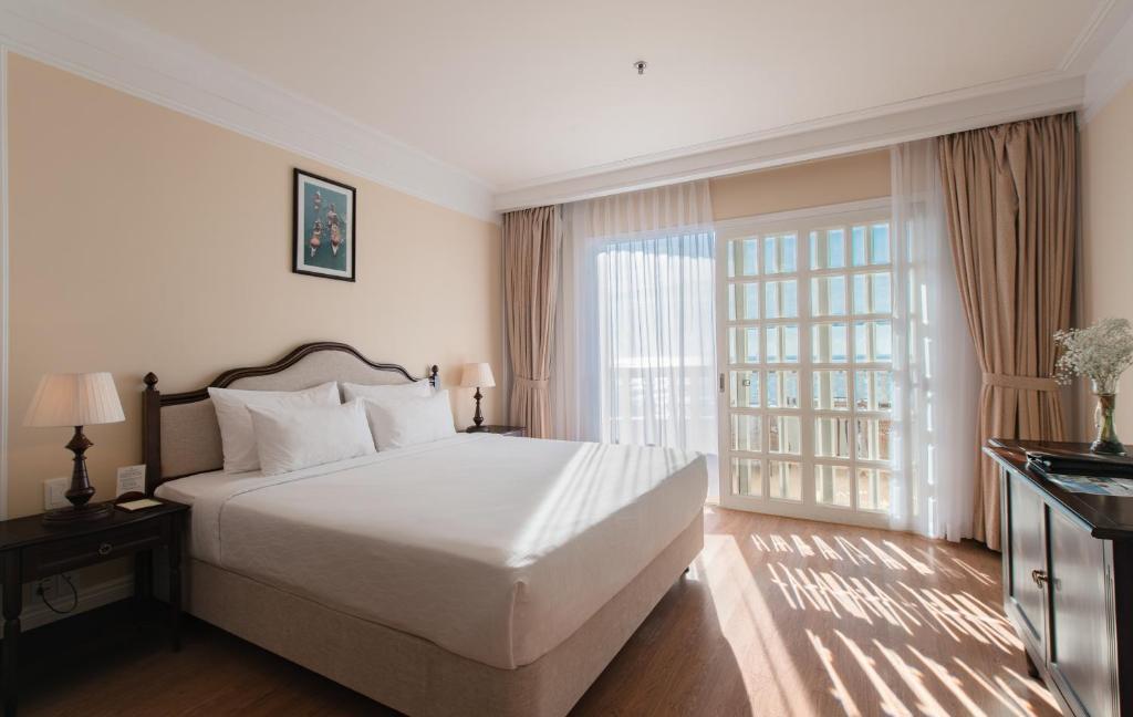 Phòng Deluxe có giường cỡ King và nhìn ra Đại dương