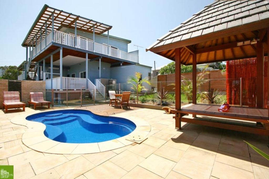 The swimming pool at or near Southview Guest House