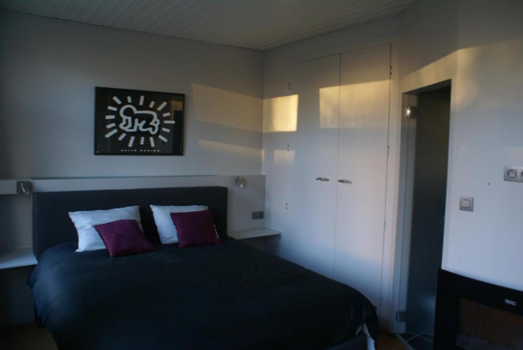 A bed or beds in a room at Guest House Feliz