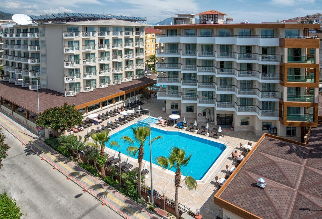 Вид на бассейн в Riviera Hotel & Spa или окрестностях