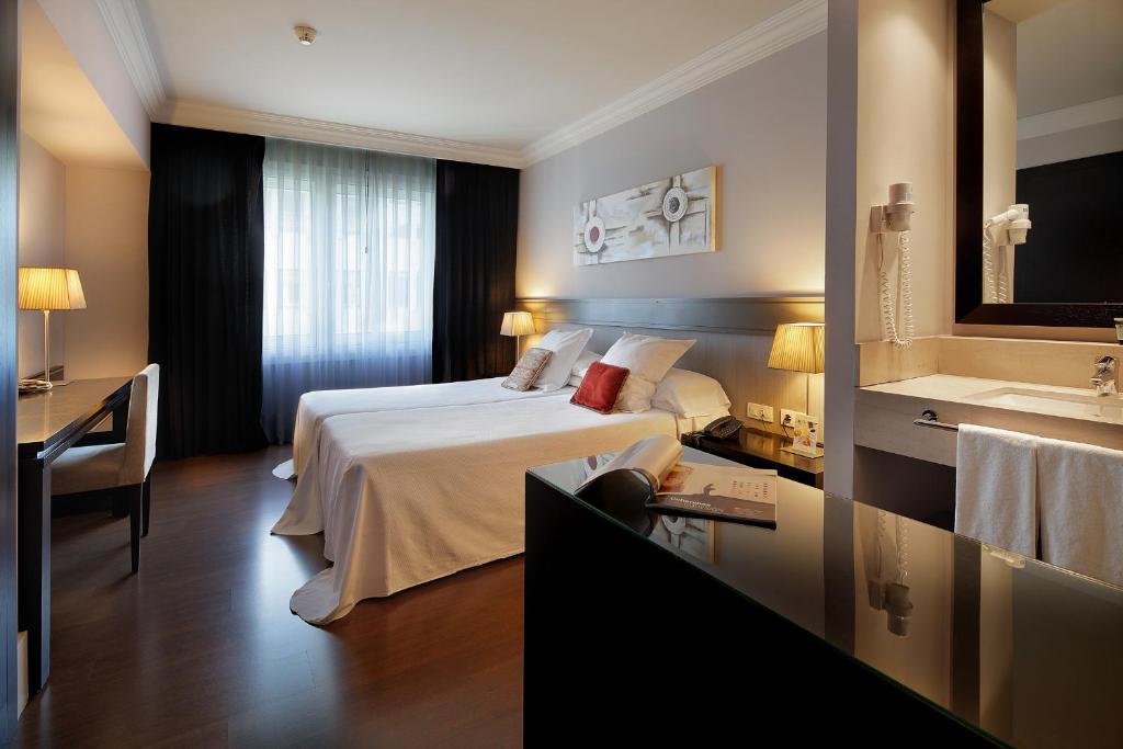 سرير أو أسرّة في غرفة في فندق كوندادو