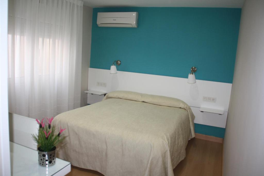 A bed or beds in a room at Hostal Verona