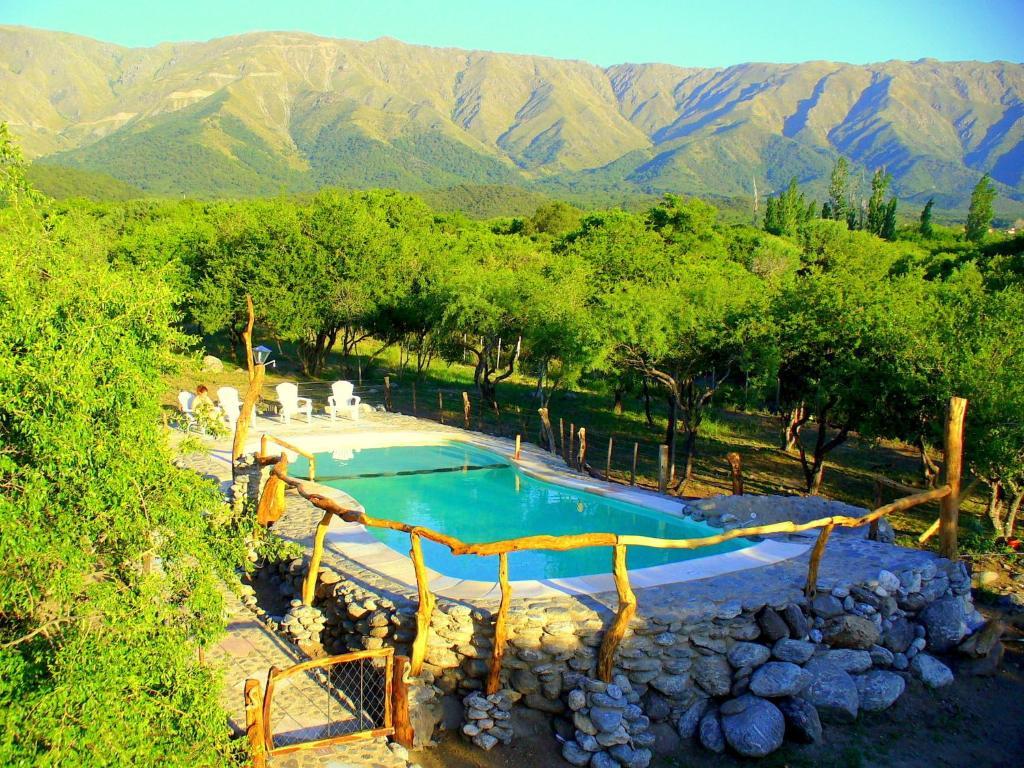 Una vista de la pileta en Posada de Campo Maia o alrededores