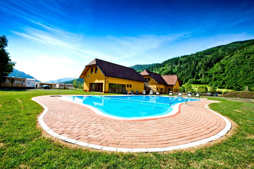 The swimming pool at or near Albatross Mobile Homes on Camping Bella Austria