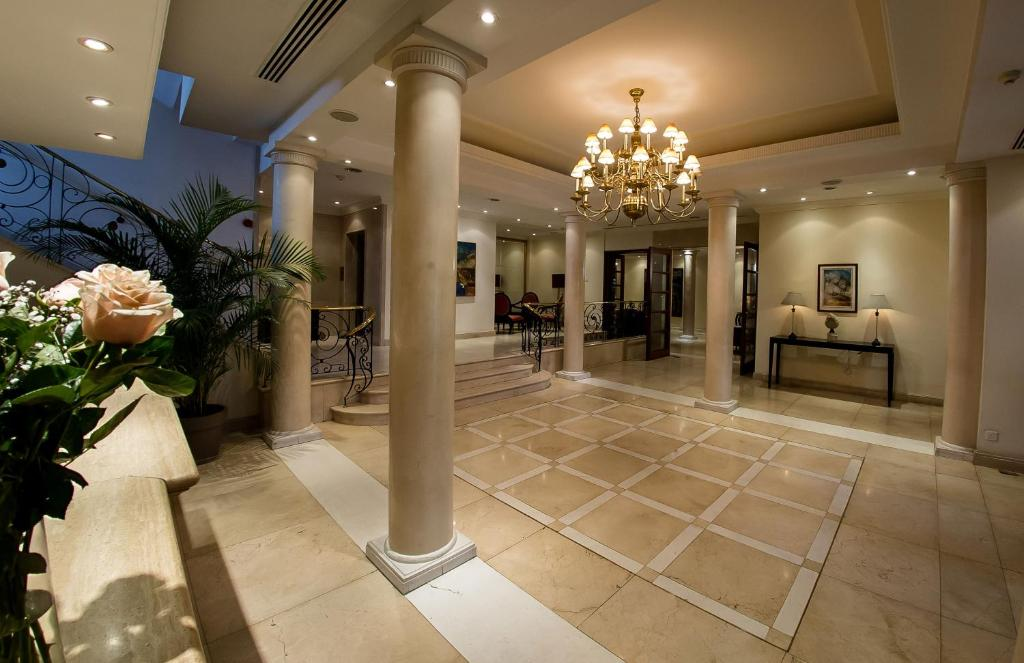 The lobby or reception area at Curium Palace Hotel