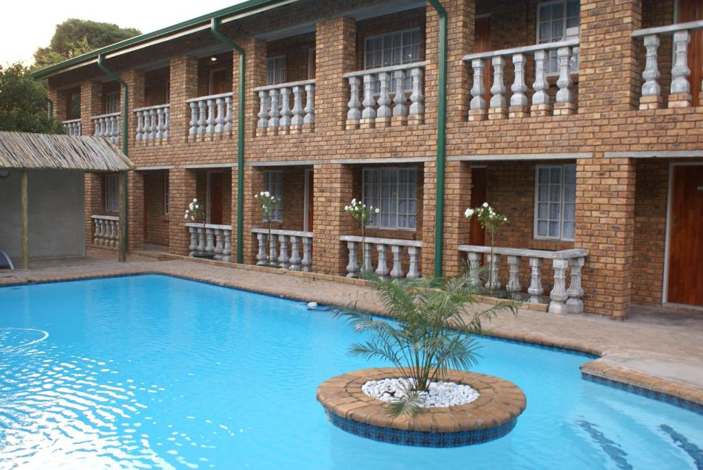 The swimming pool at or near Emerald Guesthouse